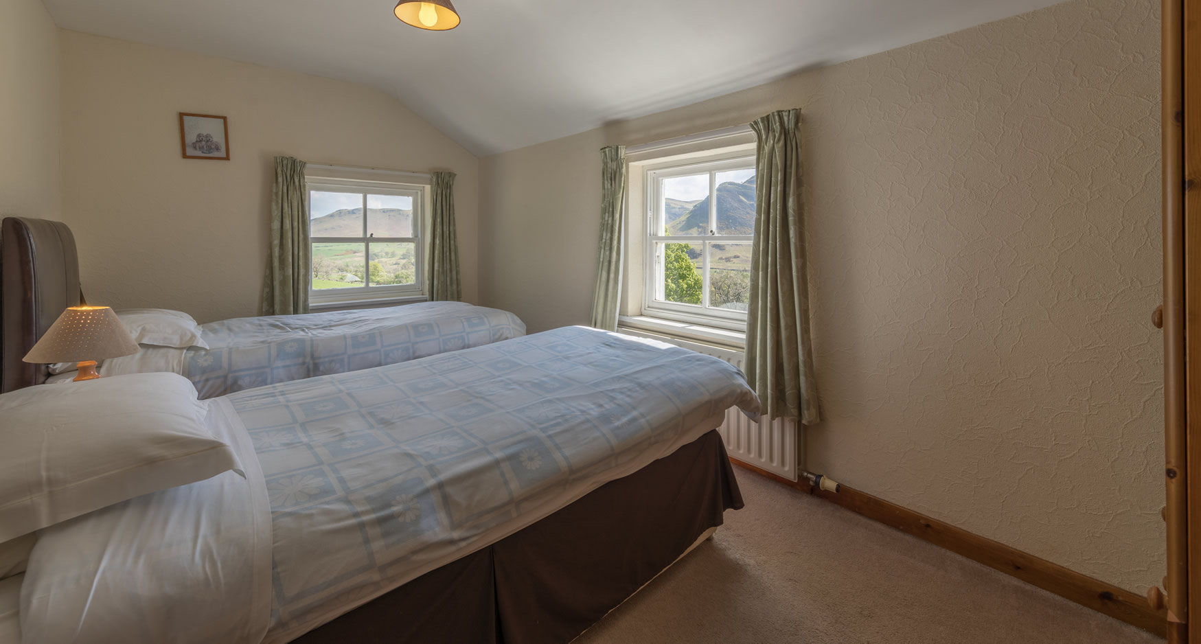 newlandscottage-twinbedroom2